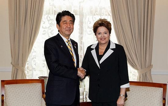 """""""Porque a educação é importante para o Japão. Esse país tem muito a ensinar ao povo brasileiro, como o Fast-food e o dumping."""""""