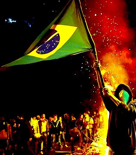 Protestos-São-Paulo-bandeira